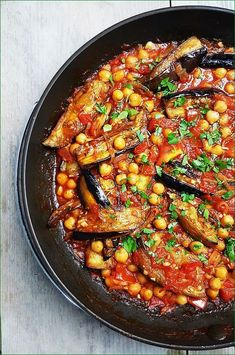 Arabic Eggplant with Tomato and Chickpeas Veggie Recipes, Vegetarian Recipes, Healthy Recipes, Healthy Diners, Middle Eastern Recipes, Mediterranean Recipes, Vegan Dinners, Vegetable Dishes, Food For Thought