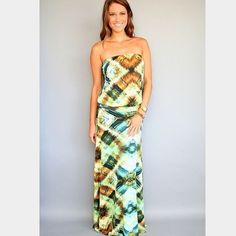 VeronicaM Strapless Drop-Waist Maxi This gorgeous VeronicaM drop waist maxi is perfect for the upcoming season! Fun & bright paisley! If you don't have one of these maxis, you're missing out.. Incredibly comfortable and flattering! Excellent pre owned condition!  no trades VeronicaM Dresses Maxi