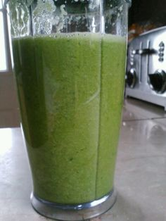 """""""Pear me with Greens"""" day 1 of the Young and Raw smoothie cleanse"""