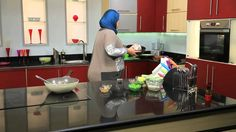 دجاج محشي الأرز والمكسرات - عصير الفراولة بالأناناس #إتفضلوا عندنا #غادة...