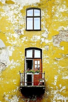 Cracks and peeling paint make a lovely facade. Old Doors, Windows And Doors, Aztec Empire, Peeling Paint, Photocollage, Yellow Walls, Shades Of Yellow, Mellow Yellow, Mustard Yellow