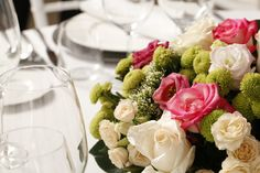 Decoración de mesas con flores para bodas