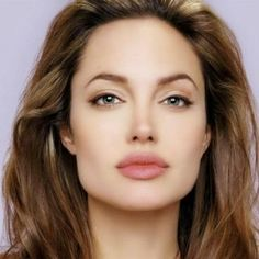 barely there makeup for olive skin Angelina Jolie Pictures, Barely There Makeup, Beauty Games, Beautiful Hair Color, Olive Skin, Jolie Photo, Salon Design, Hollywood Celebrities, Green Eyes