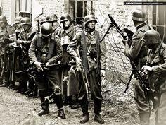 """ostfeldzug: """" German assault squad, Stalingrad 1942. """""""