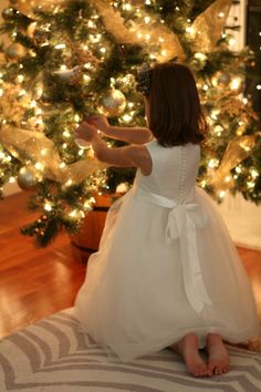Christmas tree photos with party dresses (photo via A Thoughtful Place) Christmas Swags, Gold Christmas, Little Christmas, Christmas Photos, Beautiful Christmas, Winter Christmas, Christmas Home, Christmas Tree Decorations, Christmas Lights