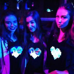 Tee shirts lumineux par Heart JacKing. Le tee shirt lumineux led réagit à la musique et s'anime selon le volume sonore ! https://www.heartjacking.com/fr/41-t-shirt-equalizer   Le t-shirt lumineux est un concept génial. En effet le t shirt lumineux equalizer s'illumine et réagit au rythme de la musique grâce à sa commande acoustique ! C'est le mini micro intégré dans le t shirt lumineux qui permet au t shirt lumineux equalizer de devenir lumineux en réagissant au son. Juste à lintersection de…