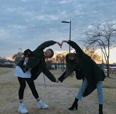 รูปภาพ girl, friendship, and korean