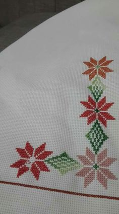 1 million+ Stunning Free Images to Use Anywhere Small Cross Stitch, Cross Stitch Borders, Cross Stitch Flowers, Cross Stitch Designs, Cross Stitch Patterns, Hand Embroidery Flowers, Embroidery Patterns, Crochet Baby Poncho, Chicken Scratch Embroidery