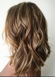 60 Fun and Flattering Medium Hairstyles for Women Medium Layered Bronde Hairstyle Lob Hairstyle, Long Bob Hairstyles, Hair Updo, Long Haircuts, Wedding Hairstyles, Hairstyle Ideas, Wavy Lob Haircut, Bob Hairstyles Brunette, Middle Hairstyles