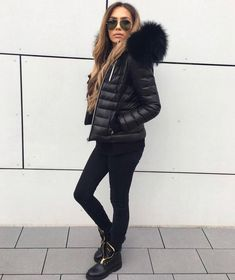"Gefällt 4,606 Mal, 47 Kommentare - WeLoveFurs.com (@welovefurs_com) auf Instagram: ""BLACK SUNDAY▪️ You can never be wrong with an all black outfit. Look as glam as @dajanaic in her…"""