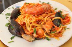 Tenger gyümölcsei spagetti - fokhagymásan, paradicsomosan