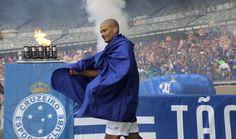 """Jogo festivo do Cruzeiro tem gol """"feio"""" de Alex e pênalti de Samuel Rosa #globoesporte"""