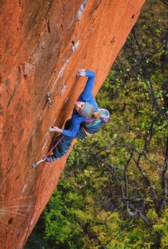 Photos: Sasha DiGiulian Climbing in South Africa Climbing Girl, Sport Climbing, Ice Climbing, Vader Star Wars, Surf Girls, Extreme Sports, Climbers, South Africa, Surfing