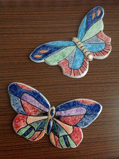 Porselen kelebeklerim Ceramic Animals, Clay Animals, Diy Clay, Clay Crafts, Ceramic Pottery, Ceramic Art, Pottery Courses, Ceramic Flowers, Pottery Designs