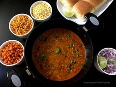 Chatpata misal pav is a spicy, tangy and lip-smacking Indian curry/street food – bean sprouts are cooked in a spicy gravy, topped with crispy fried savory chiwda or mixture and served with pav/slider buns. Spicy Gravy, Chicken Karahi, Pav Bhaji Masala, Slider Buns, Indian Food Recipes, Ethnic Recipes, Mung Bean, Bean Sprouts, Indian Curry
