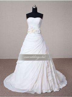 A vonalú ujjatlan menyasszonyi ruha (AVU_3626)