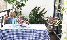 Lilou passe du temps sur la terrasse de la maison de Nadine Richter