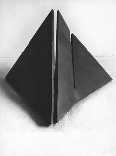 Giuseppe Spagnulo, Ferro spezzato, 1974, acciaio, cm 170 x 180 x 130
