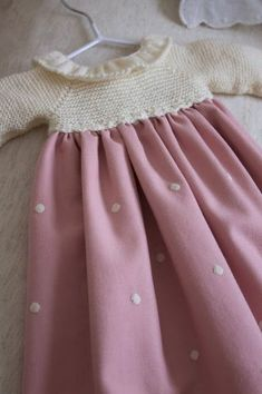 Discover thousands of images about miniyo style: minivainilla Kids Dress Clothes, Vintage Kids Clothes, Crochet Baby Dress Pattern, Baby Girl Crochet, Cute Sweatshirts For Girls, Little Girl Dresses, Girls Dresses, Kids Outfits, Creations