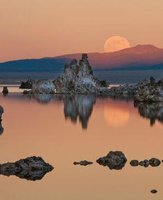 Mono Lake moonrise, Eastern Sierras   by Jeffrey Sullivan, via Flickr