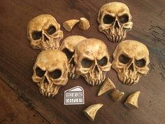 Un preferito personale dal mio negozio Etsy https://www.etsy.com/it/listing/527373684/sylvanas-pauldron-resin-kit-skulls-claws
