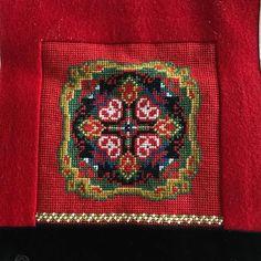 #bringeduk #nordhordlandsbunad #17mai #gratulerermeddagen Photo Finder, Free Stock Photos, Textile Art, Belts, Diva, Textiles, Symbols, Hardanger, Mandalas