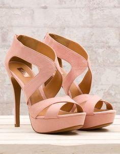 Sandalia plataforma. Lovely sandals Stradivarius