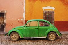 The colors of Mexico and San Miguel de Allende. Old Bug, Girl With Green Eyes, Love Is Everything, Peeling Paint, Modern Romance, Lets Do It, Pictures To Paint, Green And Orange, Places Ive Been