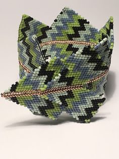 LaGrif Bijoux Geometrie e altre creazioni by Maria Cristina Grifone. Bracciale Frecce inspired by Contemporary Geometric Beadwork and Kin Van Artwerp. Pattern by LaGrif. Handmade by LaGrif