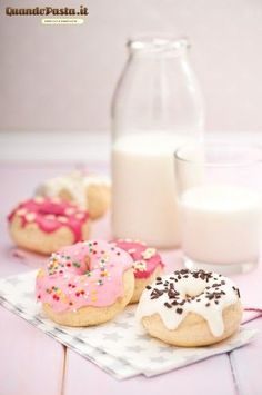 donuts, pretty donuts, petit donuts, pink frosted donuts