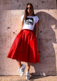 Grande Trendy How To Wear Red Sneakers Skirts 50 Ideas Trendy, wie man rote Turnschuhe. Grande Super Trendy How To Wear Red . Red Skirt Outfits, Red Skirts, Spring Outfits, Casual Outfits, Moda Outfits, Outfit Summer, Casual Summer, Red Dress Outfit Casual, Full Skirts