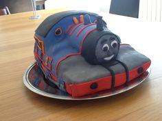 Thomas tog kage til Magnes 2 års fødselsdag