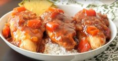 A delicious Slow Cooker Hawaiian chicken that only requires 5 essential ingredients.) can crushed pineapple 3 Slow Cooker Chicken Pasta, Slow Cooker Chicken Thighs, Stew Chicken Recipe, Chicken Pasta Recipes, Crock Pot Slow Cooker, Slow Cooker Recipes, Crockpot Recipes, Hawaiian Chicken, Coco