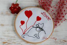 Bastidor catlike love de Color Vintage, diseños completamente personalizables al gusto de la novia. www.decolorvintage.blogspot.com/es