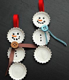 Bottle cap snowmen by trishj174 on Etsy Snowman Christmas Decorations, Snowman Ornaments, Christmas Snowman, Christmas Diy, Christmas Ornaments, Holiday Decor, Snowmen, Bottle Cap Crafts, Diy Bottle