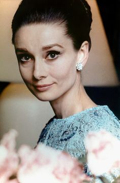 """The actress Audrey Hepburn photographed by Henry Clarke in her suite at the Hôtel Ritz, located at Place Vendôme, in the arrondissement of Paris (France), before the French premiere of her new movie """"My Fair Lady"""", held at the Théâtre du. Katharine Hepburn, Style Audrey Hepburn, Audrey Hepburn Pictures, Audrey Hepburn Eyes, Aubrey Hepburn, My Fair Lady, Divas, Hollywood Glamour, Old Hollywood"""