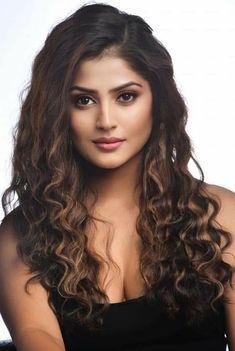 Beautiful Girl Quotes, Beautiful Girl Photo, Beautiful Girl Indian, Most Beautiful Indian Actress, Beautiful Long Hair, Beautiful Actresses, Cute Beauty, Beauty Full Girl, Beauty Girls