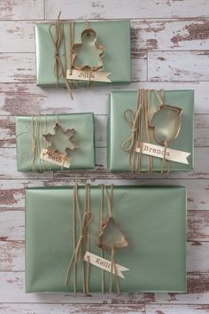 A sweet Christmas gift wrapping idea using copper cookie cutters. Cookie Wrapping Ideas, Wrapping Gift Baskets, Gift Wrapping Tutorial, Gift Wrapping Supplies, Creative Gift Wrapping, Creative Gifts, Craft Supplies, Christmas Baskets, Christmas Gift Wrapping