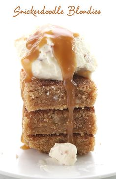 Keto Snickerdoodle Blondies with vanilla ice cream and caramel sauce - totally sugar free and absolutely delicious! Keto Snickerdoodle Blondies with vanilla ice cream and caramel sauce - totally sugar free and absolutely delicious! Keto Desserts, Desserts Sains, Keto Friendly Desserts, Holiday Desserts, Keto Snacks, Dessert Mousse, Dessert Oreo, Dessert Bars, Dessert Ideas