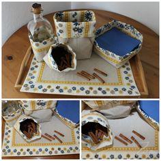 Conjunto Outono Amarelo/Azul: individual e saquinhas com dupla face, uma em linho e outra em chita de Alcobaça; atilho para fechar e guardar.