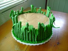 jungle cake with grass   ... jungle grass around the bottom perimeter and added fondant leaves here