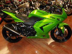 Rod rides a #Kawasaki #Ninja 250R  #RTRC