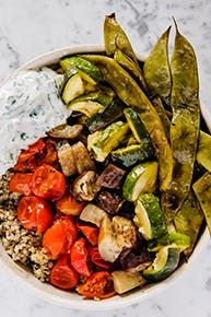 Pesto Quinoa Bowls with Roasted Veggies and Labneh in residence Quinoa Recipe, Quinoa Bowl, Healthy Chef, Healthy Cooking, Cooking Chef, Cooking Recipes, Veg Dishes, I Love Food, Health