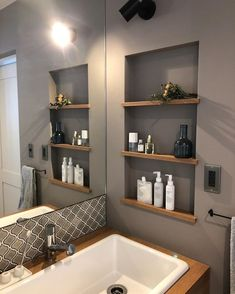 yopiさんはInstagramを利用しています:「𓆸𓆸𓆸 洗面のニッチ。 奥行きは深くないけれど スキンケアやヘアケア用品を置くには 充分なスペースです𓅩 . 最近お気に入りの#fammue の…」 Bathroom Renos, Master Bathroom, Interior Design Living Room, Living Room Designs, Apartment Balcony Garden, Washbasin Design, Bathroom Images, House Rooms, Interior Design Inspiration