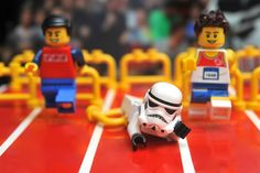 The best part is that in Lego Star Wars Stormtroopers don't double jump, they trip and fall on their faces Athletics - Hundles by 713 Avenue Lego Stormtrooper, Starwars Lego, Figurine Lego, Lego Sports, Lego Creative, Super Troopers, Lego Knights, Lego Pictures, Lego War
