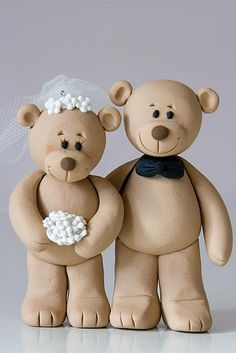 If I ever get married, THIS will be on the top of the cake. Teddy Bear Bride & Groom-Lovingly bringing smiles to the faces of wedding guests. Teddy Bear Cakes, My Teddy Bear, Fondant Figures, Clay Figures, Polymer Clay Animals, Polymer Clay Art, Frozen Disney, Clay Projects, Clay Crafts
