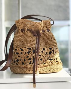 Fotoğraf açıklaması yok. Crochet Pouch, Crochet Art, Crochet Purses, Crochet Patterns, Bag Pattern Free, Handmade Handbags, Knitted Bags, Crochet Projects, Hipsters