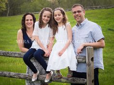 Outdoor Family Portrait | Mira Whiting Photography