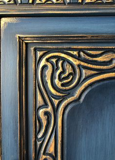 Jacobean Cabinet Painted Annie Sloan Napoleonic Blue with gold gilding Wax to accent details. Chalk Paint Desk, Blue Chalk Paint, Chalk Paint Projects, Gold Paint, Paint Ideas, Blue Painted Furniture, Paint Furniture, Vintage Furniture, Refurbished Furniture