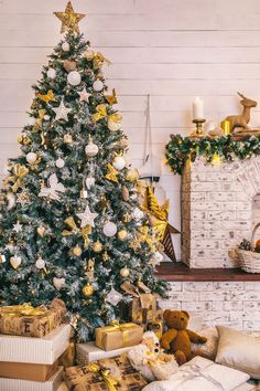 Gold and its classic companion (white!) make this arrangement a winner with or without tinsel. Click through to see more of the best decorated Christmas trees! #christmasdecorations #christmastreedecorations #christmastreeideas #christmastreethemes